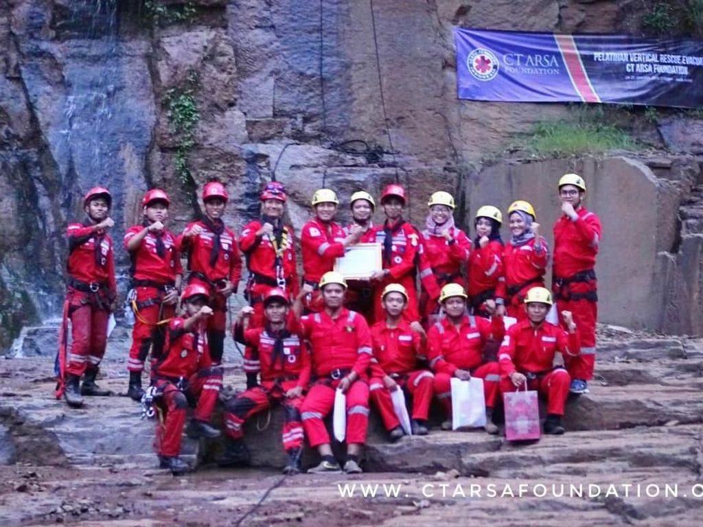 CT Arsa Foundation Gelar Pelatihan Vertical Rescue di Bandung