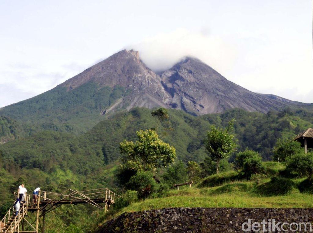 Gunung Merapi 2 Kali Luncurkan Awan Panas Pagi Ini