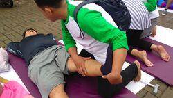 Antusias Warga Dapatkan Fisioterapi Gratis di CFD Kota Depok