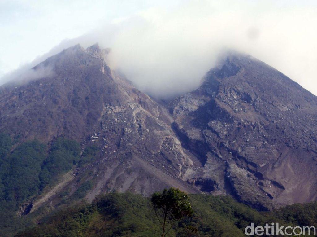 Gunung Merapi Gugurkan Awan Panas Malam Ini
