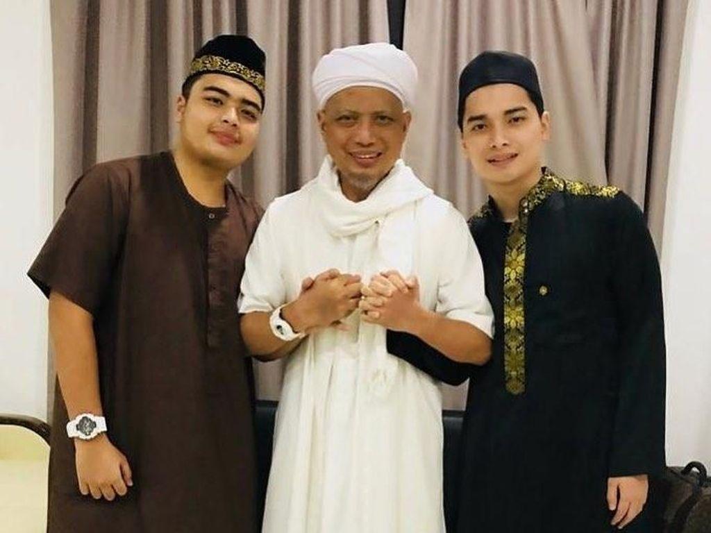 Masih di ICU, Hanya Keluarga yang Boleh Temui Ustaz Arifin Ilham