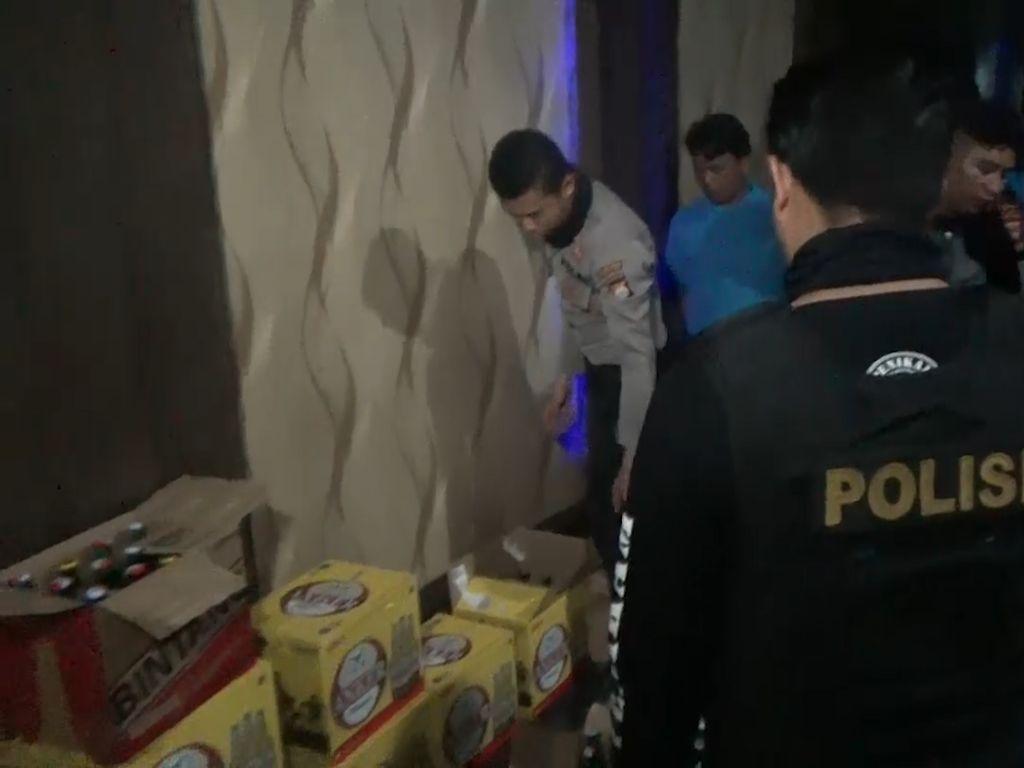 Polisi Menyita Ribuan Miras Ilegal di Makassar