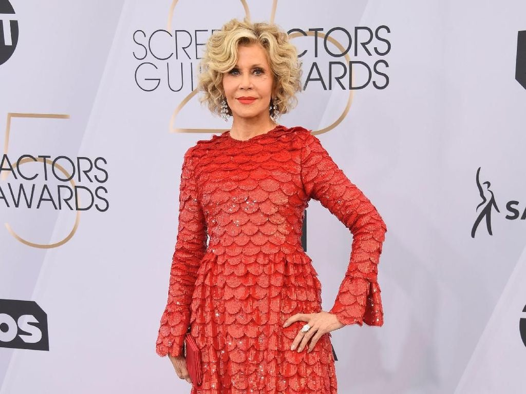 Datang ke SAG Awards, Jane Fonda Pakai Perhiasan Rp 47 Miliar