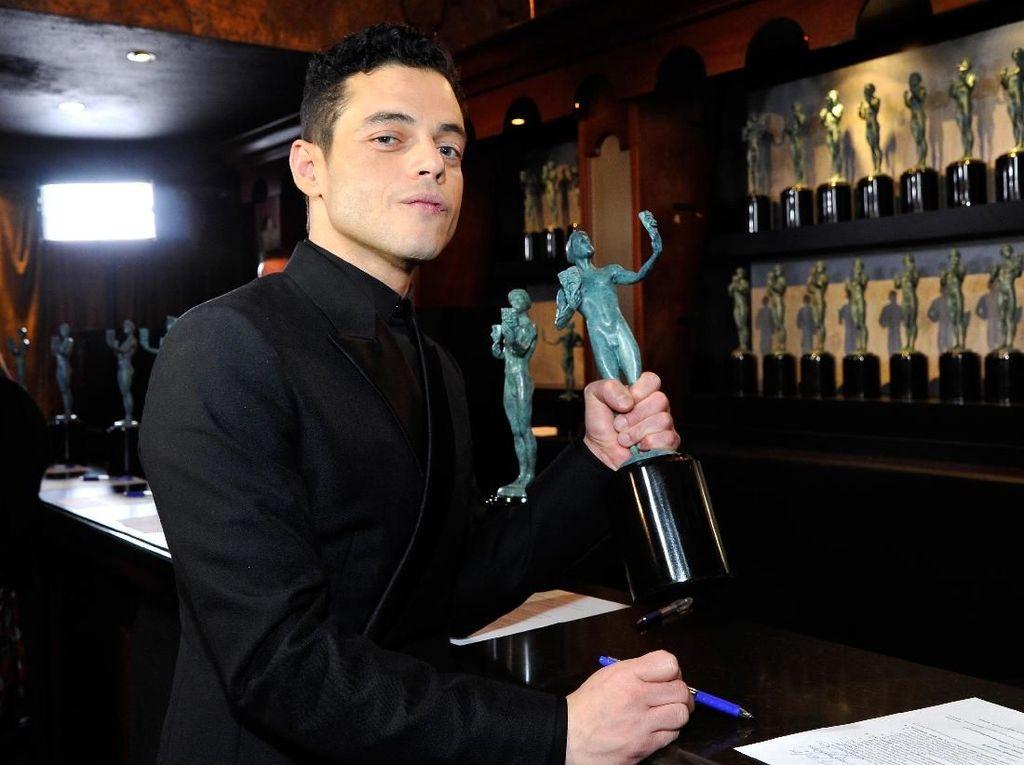 Menang Best Actor SAG! Rami Malek Dedikasikan untuk Freddie Mercury