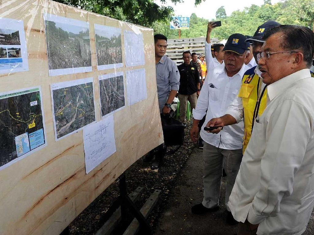 Momen Wapres JK Tinjau Lokasi Banjir di Sulawesi Selatan
