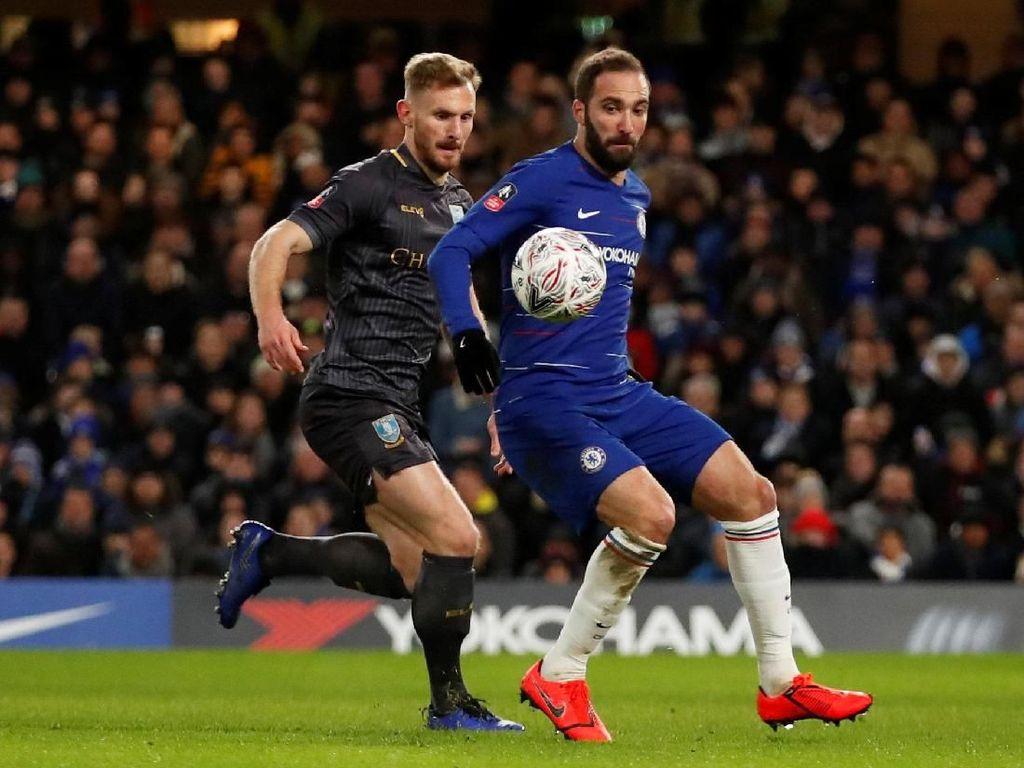 Higuain Debut, Chelsea Menang