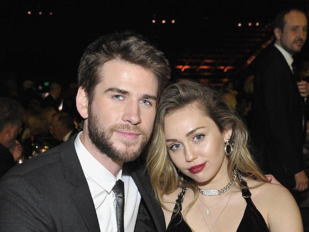 Foto: Intip Mesranya Miley Cyrus dan Liam Hemsworth Setelah Menikah