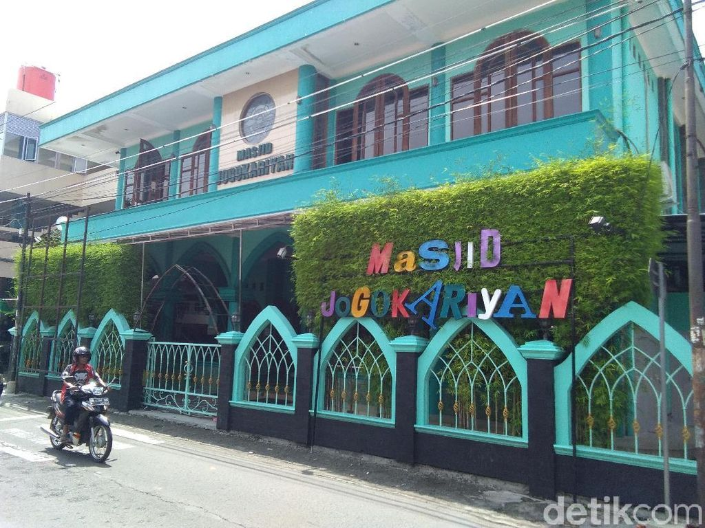 Masjid Jogokariyan Yogya Bikin dan Bagikan Ribuan Hand Sanitizer Gratis