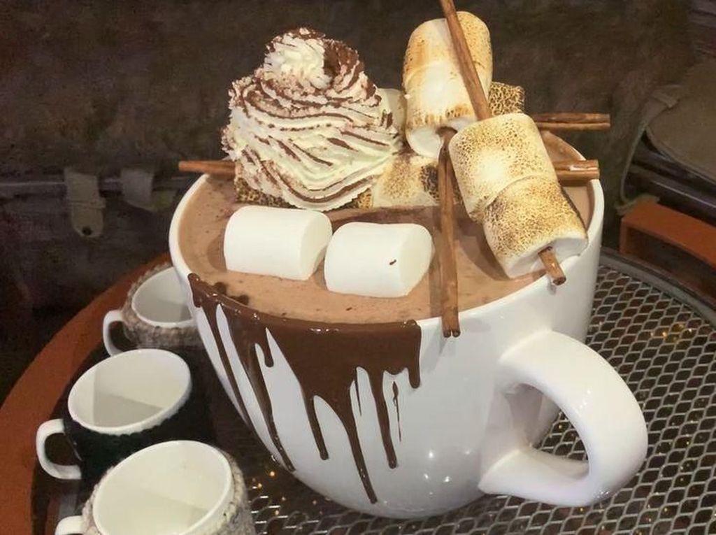Wouw! Hot Chocolate Seberat 9 Kg Ini Bisa Dimakan untuk 21 Orang