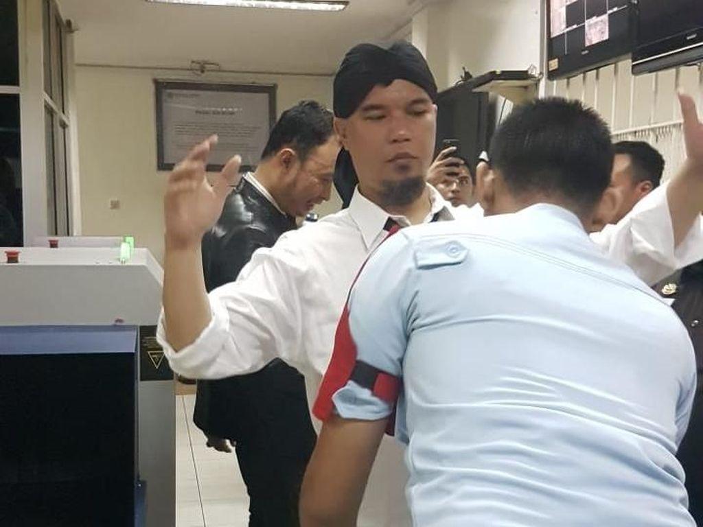 Ahmad Dhani Resmi Ditahan di Rutan Cipinang