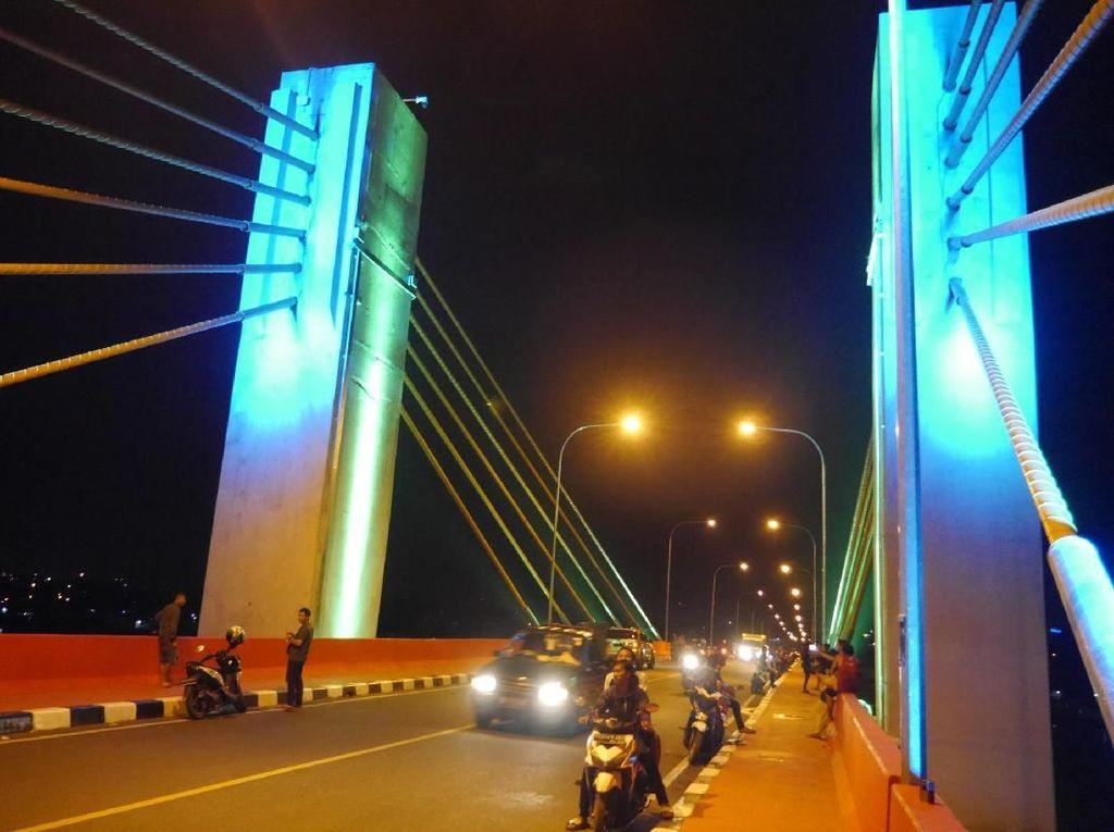 Menikmati Indahnya Malam di Palembang dari Jembatan Baru