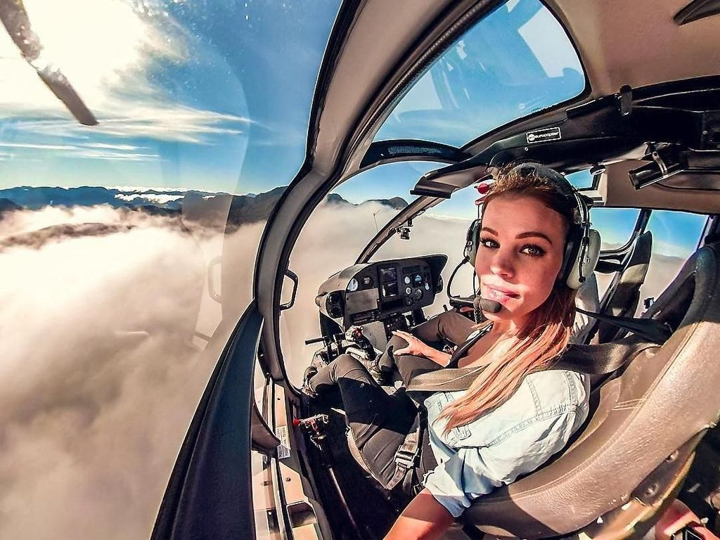 Foto: Pilot Cantik Swedia yang Hobi Bertualang