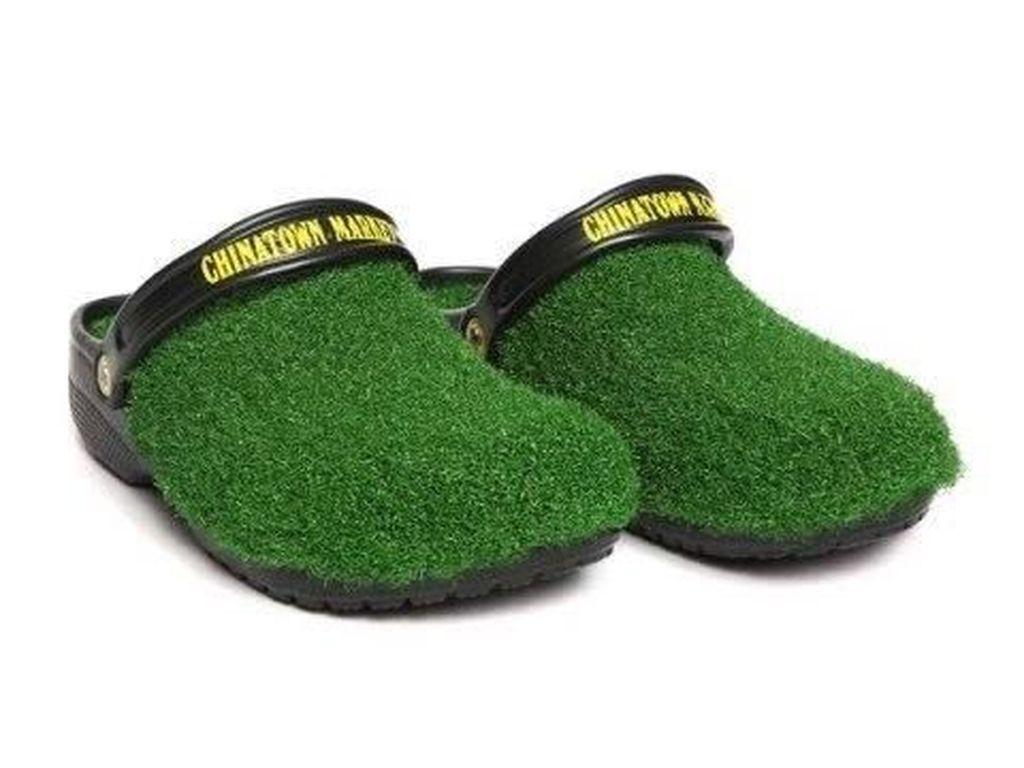 Ada Sepatu Crocs Tertutup Rumput Dijual Rp 800 Ribuan, Kini Habis Terjual