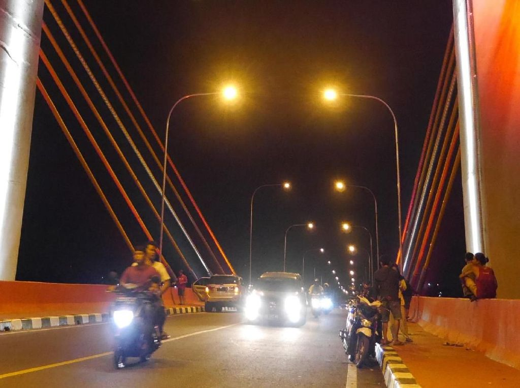 Foto: Cantiknya Jembatan Musi IV Palembang di Kala Malam
