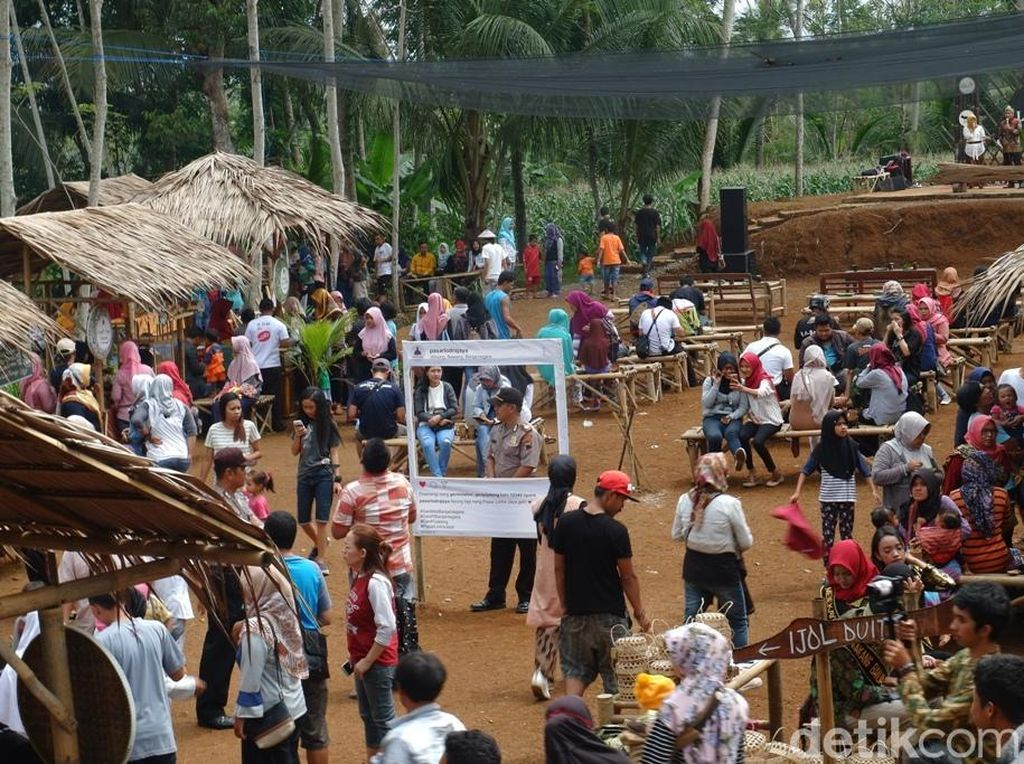Banjarnegara Punya Pasar di Tengah Hutan Lho