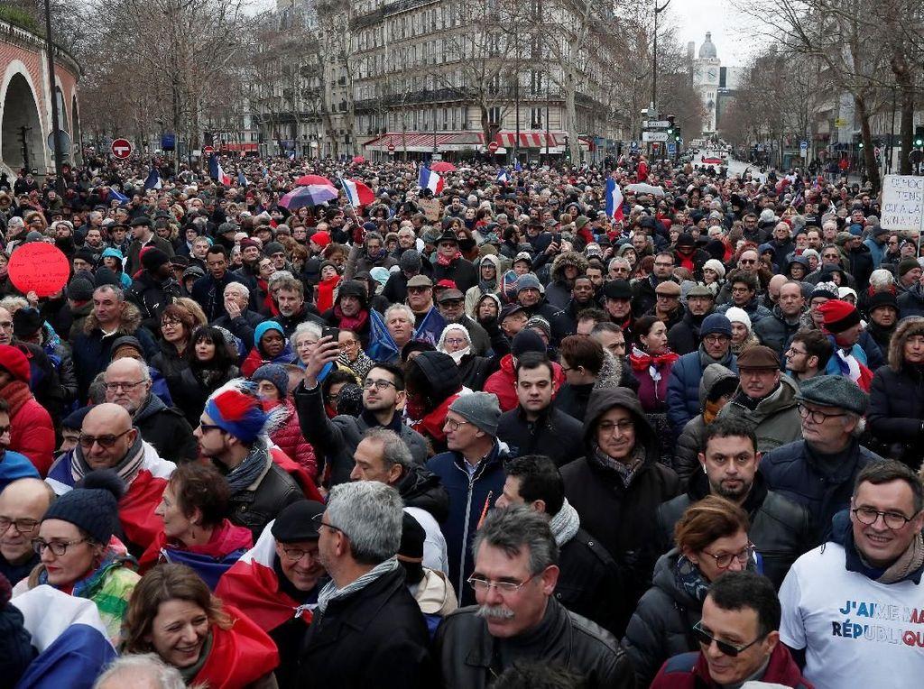 Protes Rompi Kuning, 10 Ribu Demonstran Syal Merah Banjiri Paris