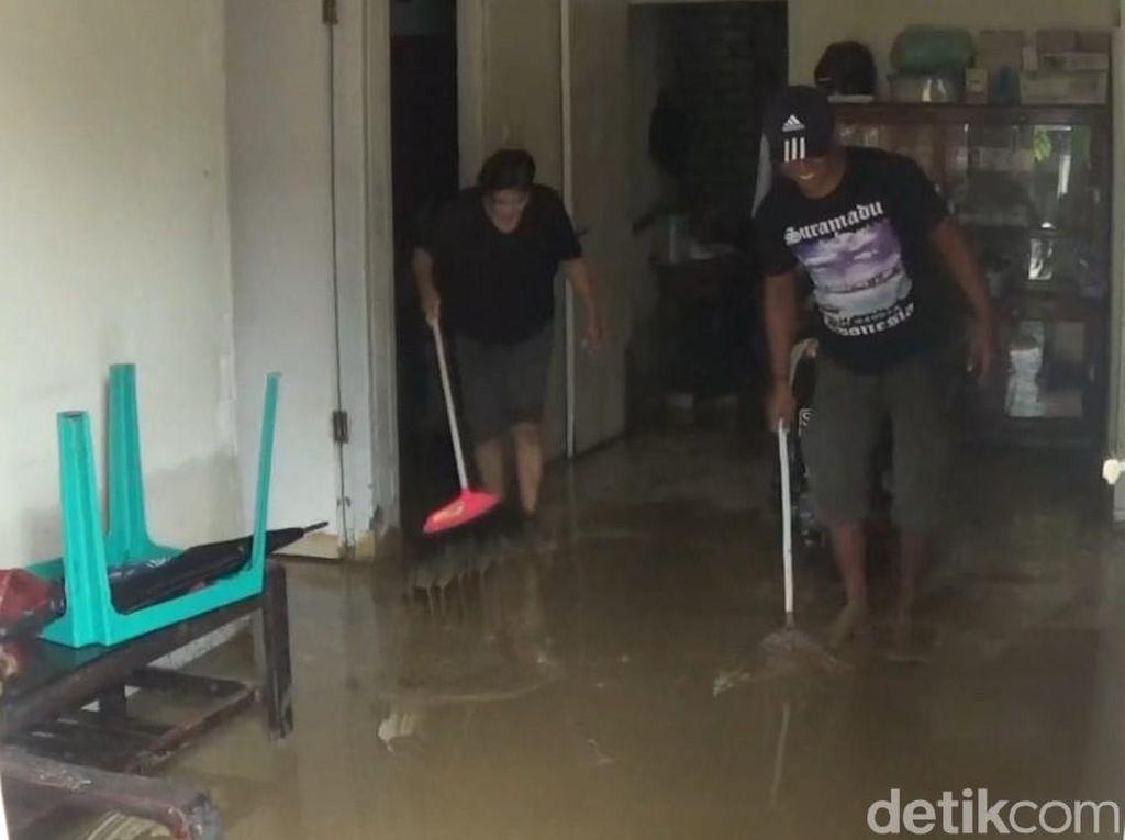 Banjir di Lamongan Surut, Warga Khawatir Sungai Kembali Meluap