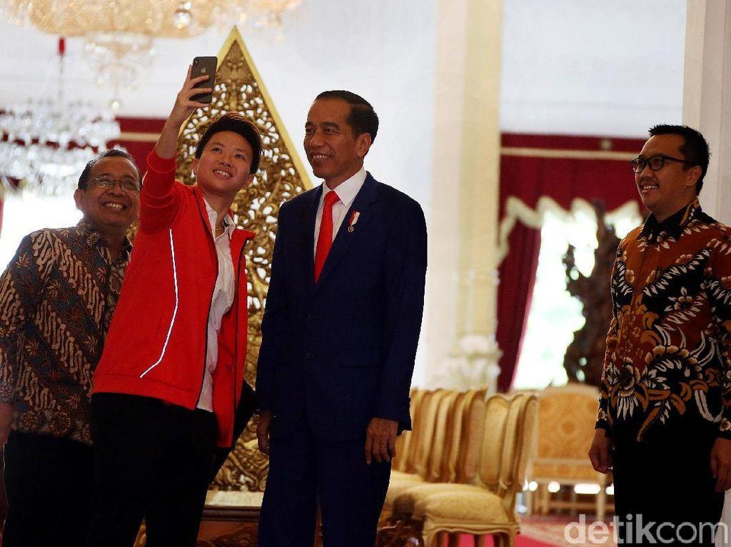 Senyum Semringah Liliyana Natsir Saat Berjumpa Jokowi