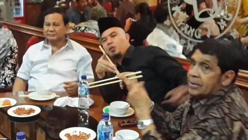 Momen Ahmad Dhani Ngopi Bareng Fadli Zon dan Makan Bubur Bersama Prabowo