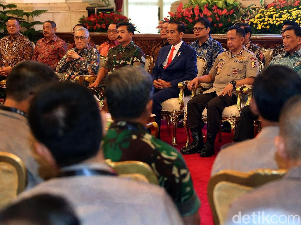Jokowi Ajak Gatot Nurmantyo hingga Dai Bachtiar Ngobrol Santai di Istana