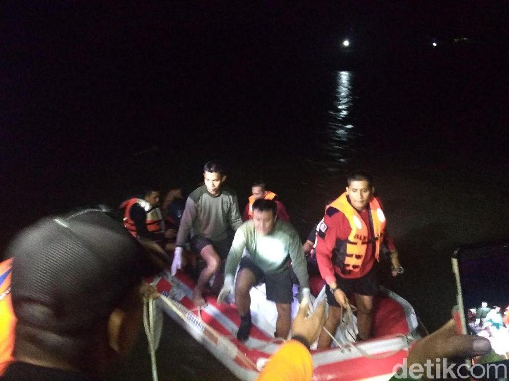 Video Detik-detik Evakuasi Mobil dari Sungai Brantas