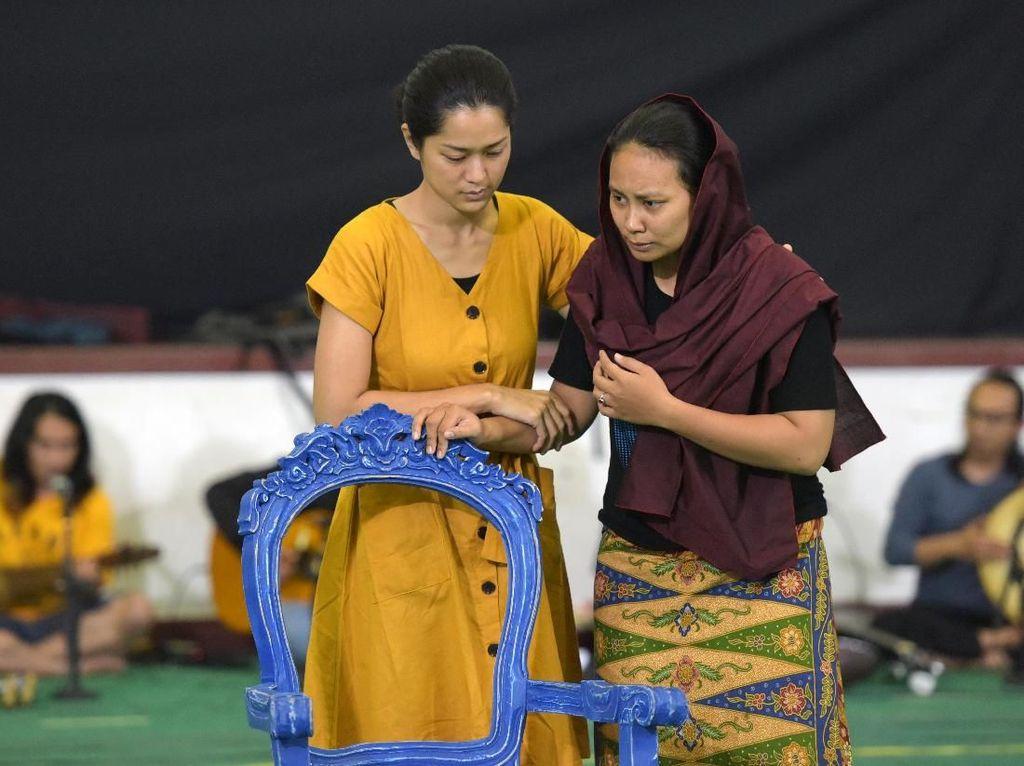 Melihat Proses Latihan Pertunjukan Teater Nyanyi Sunyi Revolusi