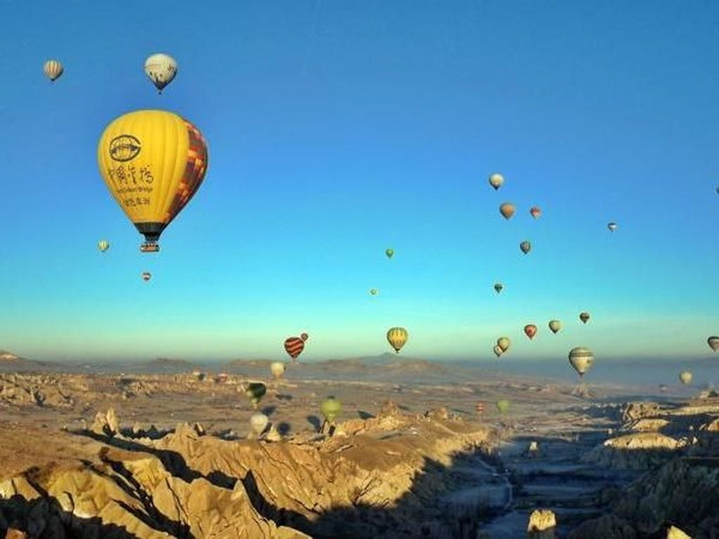Lepas Rindu: Foto Indahnya Balon Udara Ngambang di Cappadocia