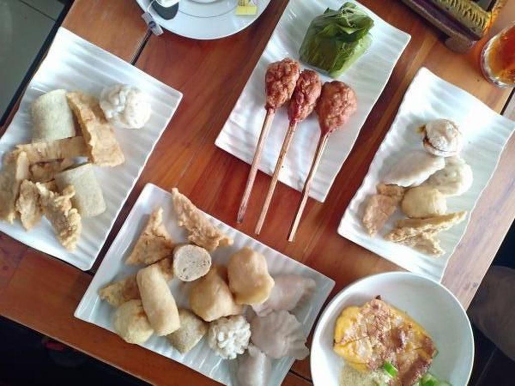 Kalau ke Palembang, Traveler Wajib Cobain Kuliner Ini