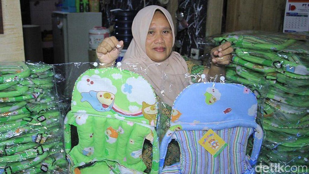 Mengintip Produksi Gendongan Bayi di Bandung