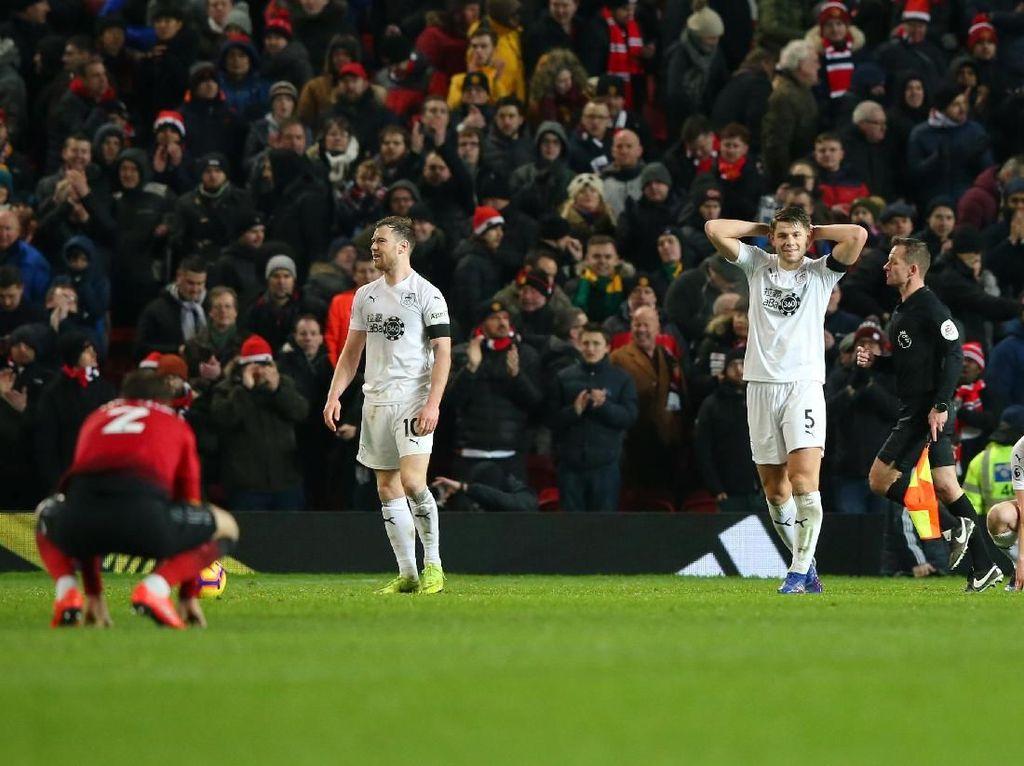 Horor Fergie Time untuk Burnley di Old Trafford