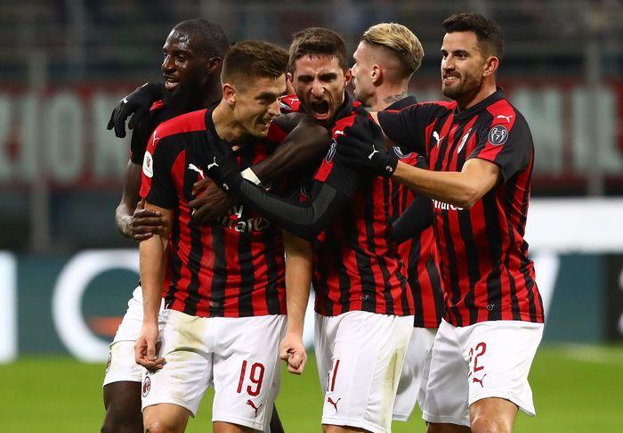 AC Milan dipastikan lolos ke babak semifinal Coppa Italia usai menang 2-0 atas Napoli. Marco Luzzani/Getty Images.