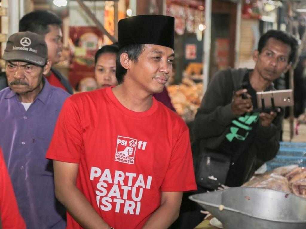 Ikut Jokowi Jumatan, Sekjen PSI: Alhamdulillah Tak Ada Pamflet Pengumuman
