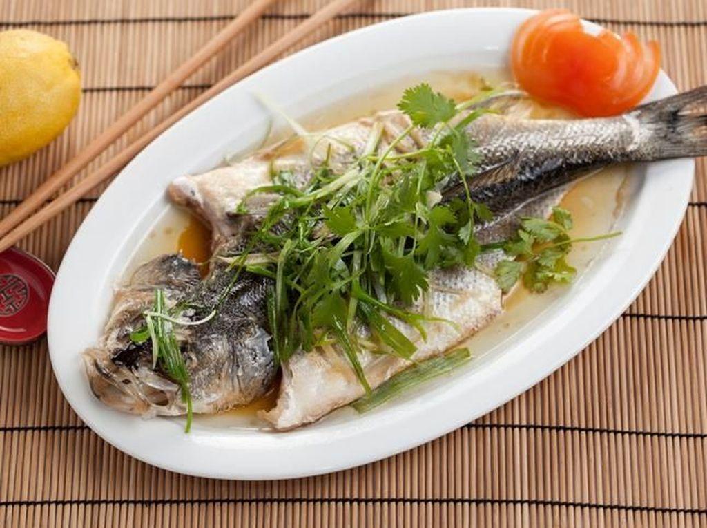 Kenapa Ikan Utuh Harus Ada dalam Menu Santapan Imlek?