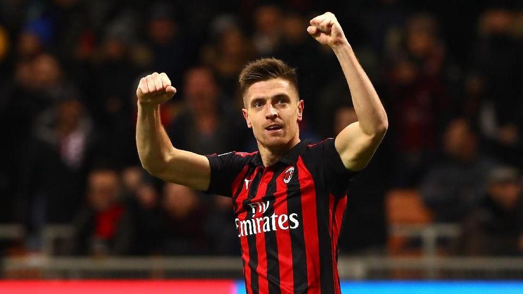 Foto: Piatek, Striker Baru AC Milan yang Suka Jalan-jalan