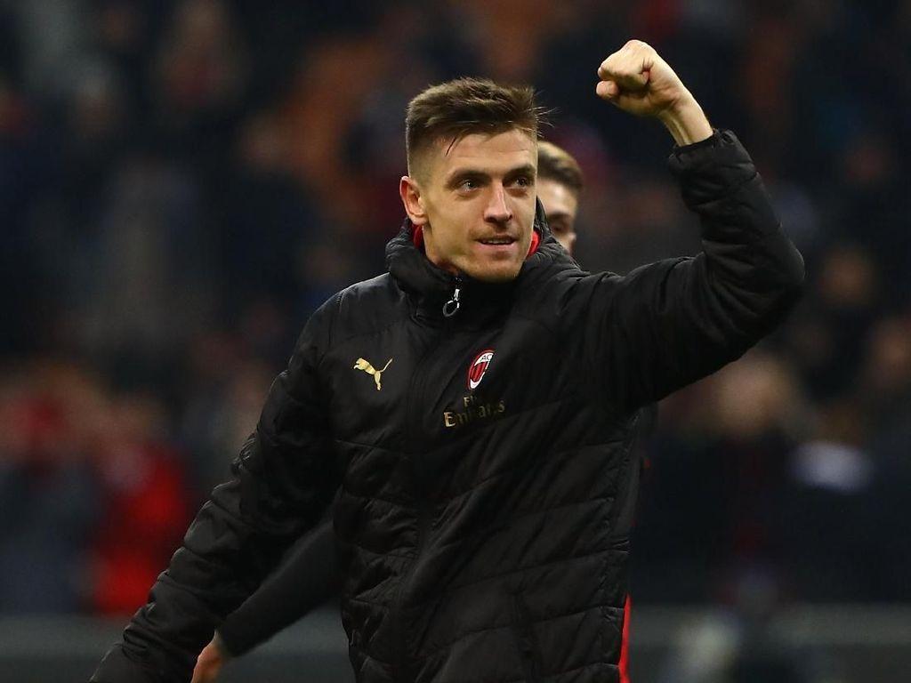 Higuain Striker Terbaik Dunia, Untung Milan Datangkan Piatek