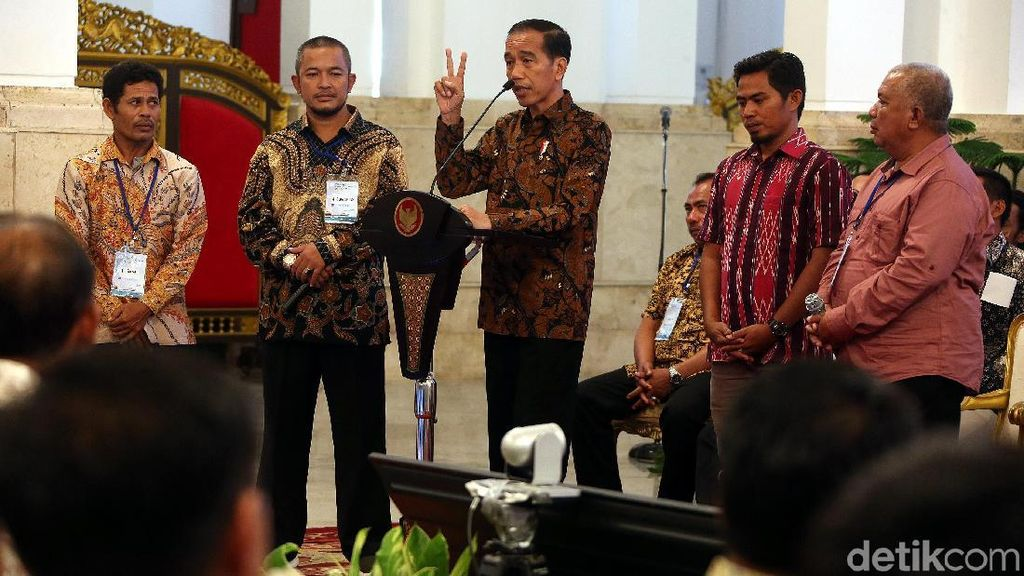 Jokowi Bagi-bagi Izin Tangkap Ikan di Istana
