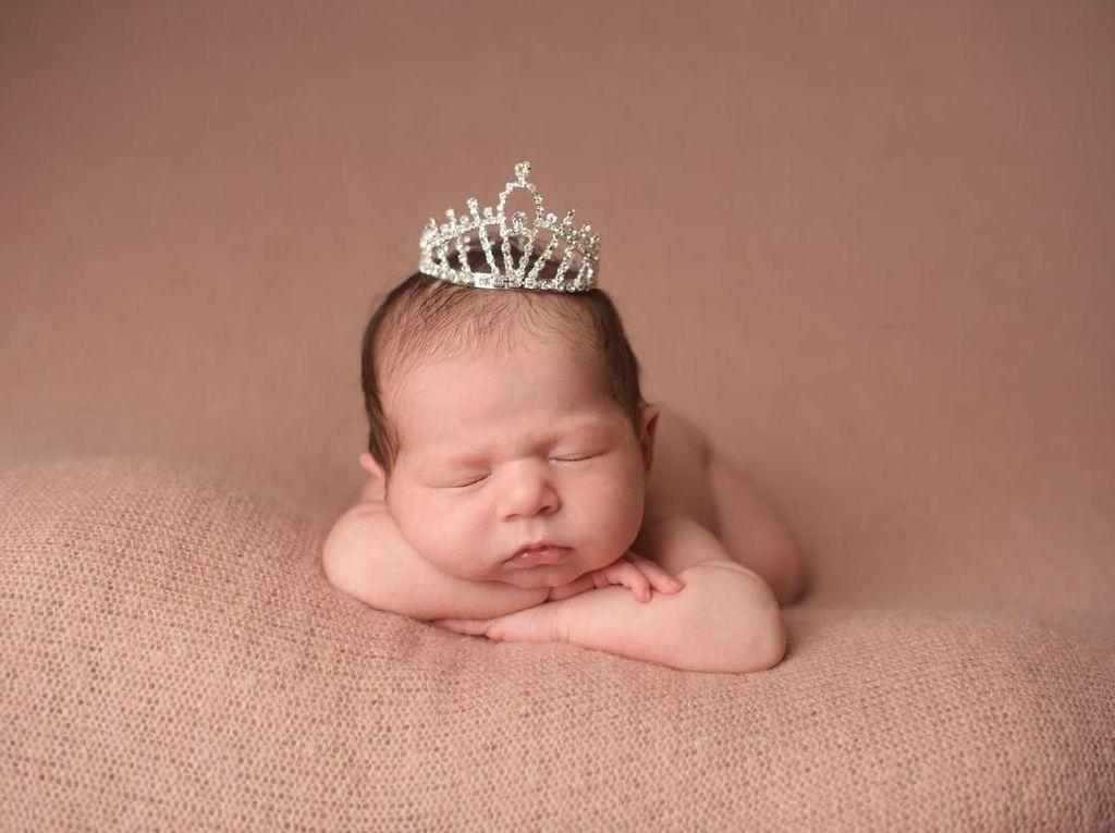 Indahnya 30 Nama Bayi Perempuan Terinspirasi dari Kerajaan