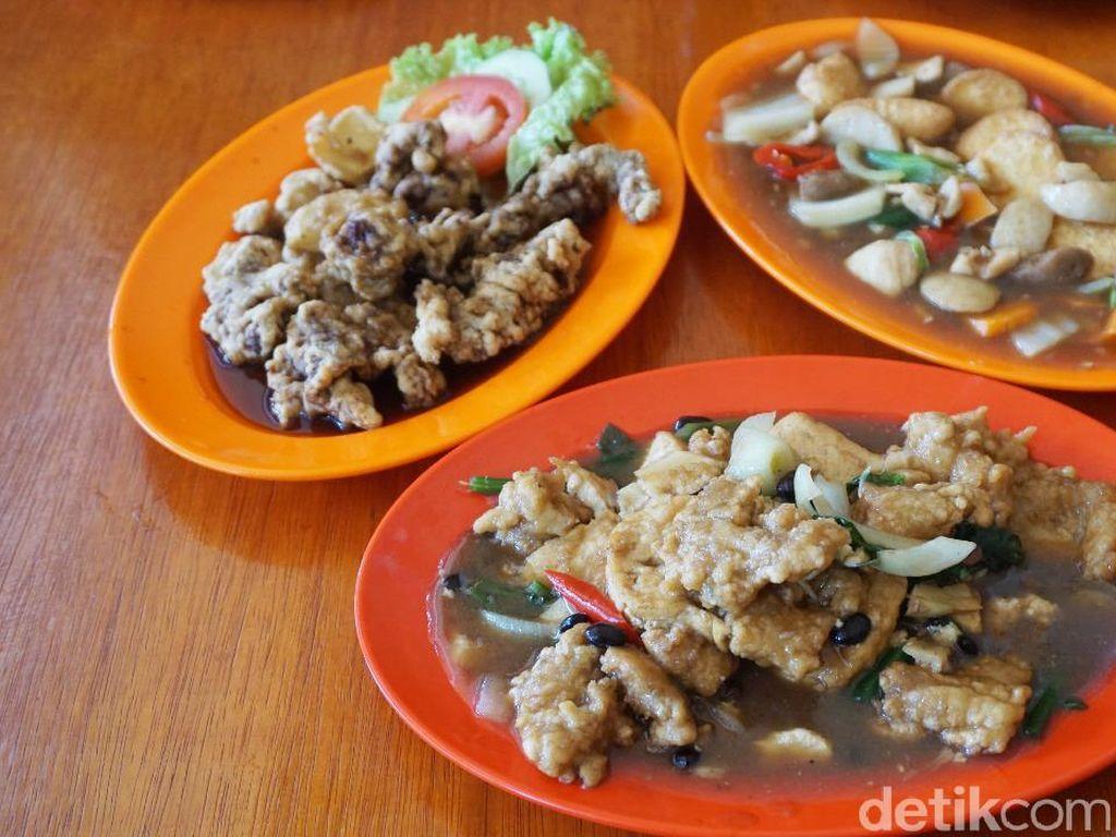 5 Restoran Chinese Food yang Tersembunyi di Gang hingga Pasar