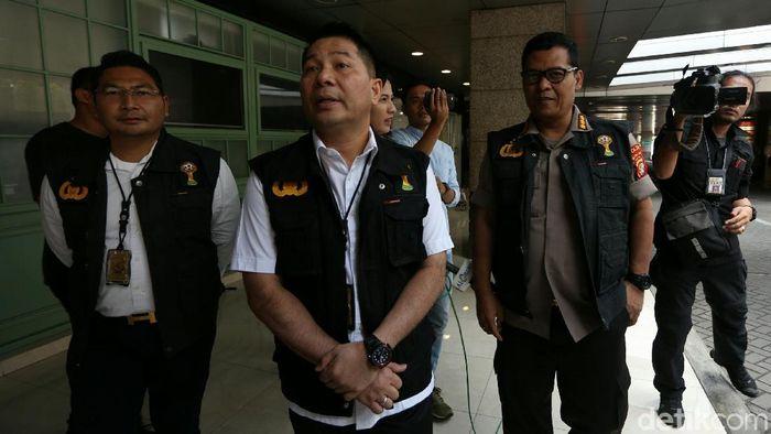 Satgas Anti Mafia Bola usai menggeledah Kantor PSSI (Agung Pambudhy/detikSport)