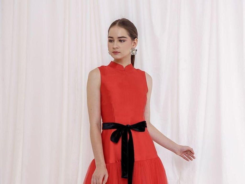7 Cheongsam Glamour Hingga Batik yang Cantik Dikenakan Saat Imlek