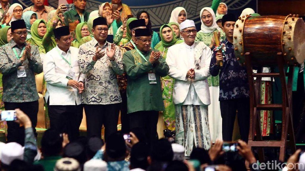 Momen Jokowi Pukul Bedug Buka Acara Harlah Ke-93 NU