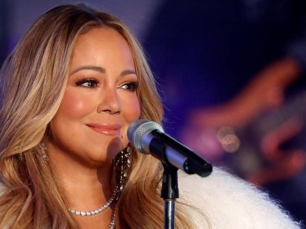 Mariah Carey Tunjukkan Nada Tinggi Saat Divaksinasi COVID-19