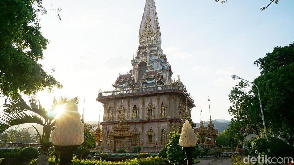 Foto: Vihara di Phuket yang Bikin Terpana