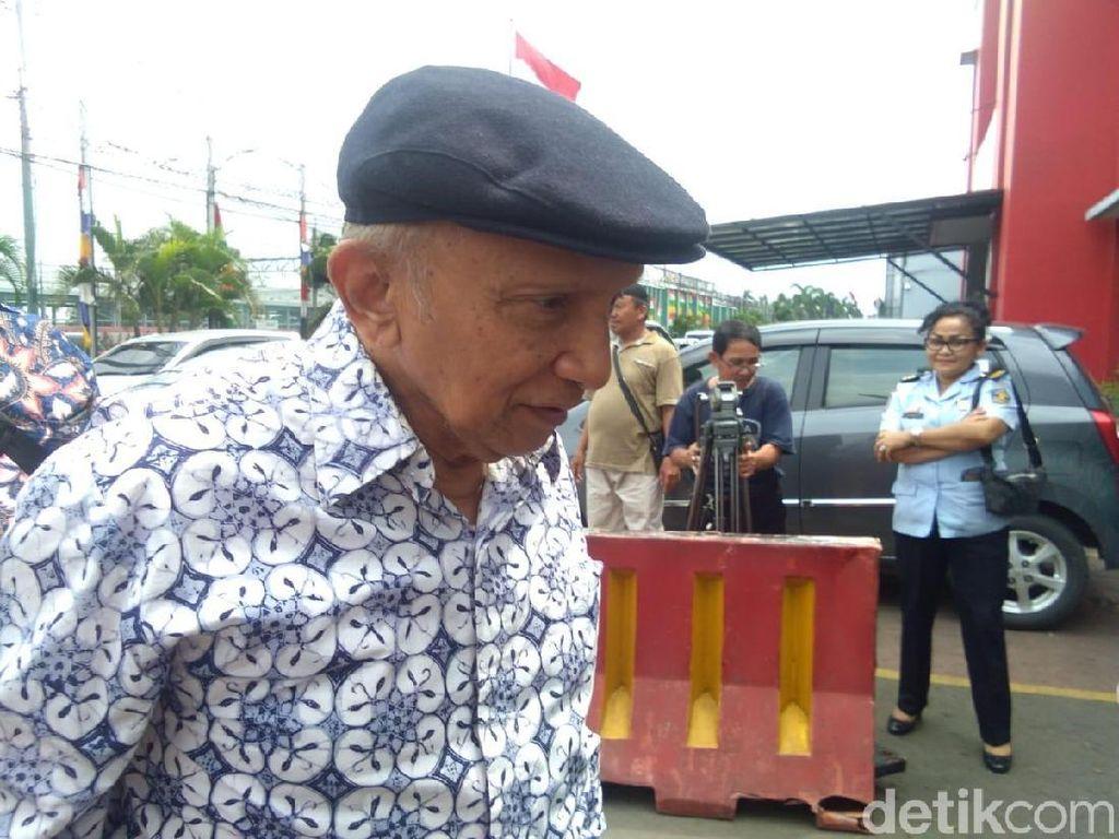 Amien Rais Jenguk Ahmad Dhani di Rutan Cipinang