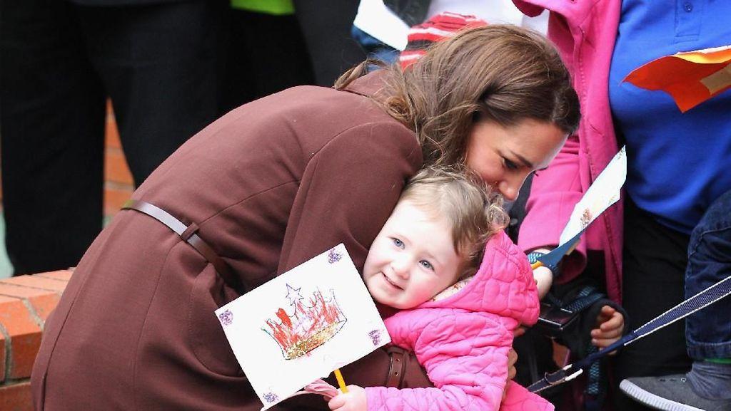 Momen Hangat Kate Middleton Ketika Bertemu Penggemar Cilik