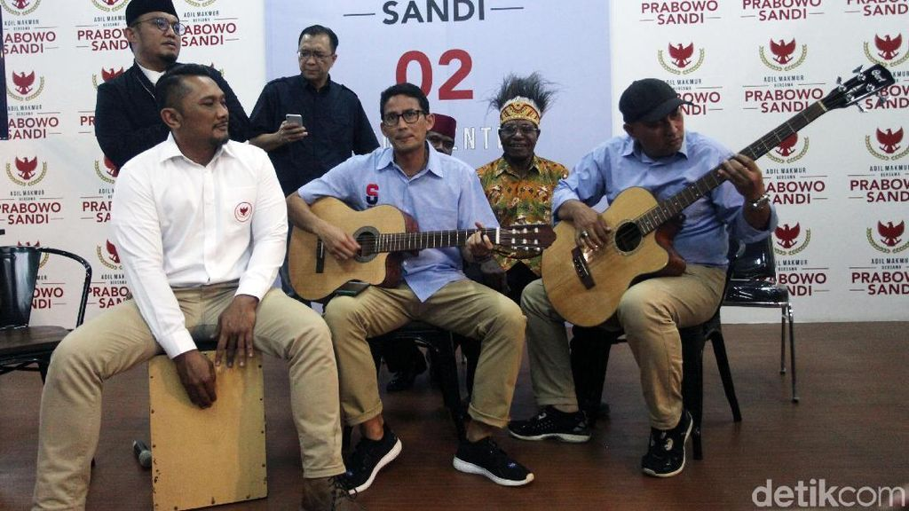 Petik Gitar, Sandi Bernyanyi untuk Ahmad Dhani