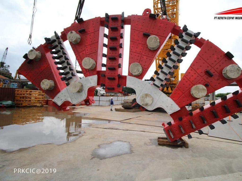 Proyek Kereta Cepat JKT-BDG Pakai Bor Terowongan Terbesar di RI