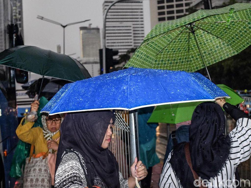 Jaksel dan Jaktim Diprediksi Hujan Sore Hari