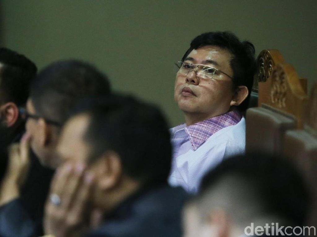 Lucas Hadapi Sidang Tuntutan Kasus Bantu Pelarian Eddy Sindoro