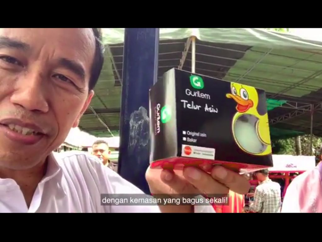 Jokowi Jualan Telur Asin dan Rempeyek Daun Mangrove di Bekasi